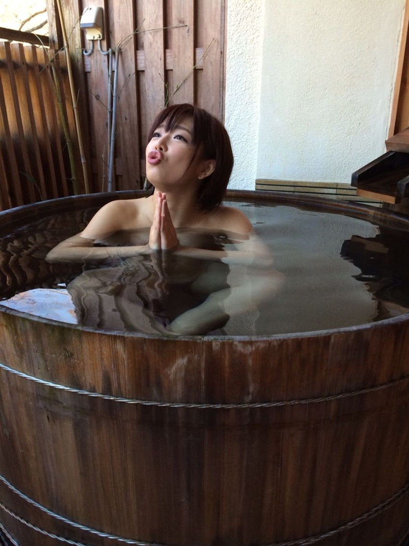 樽風呂 石釜風呂 全裸 温泉 エロ画像【19】