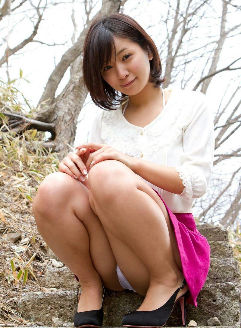 公園 デート パンチラ 美女 エロ画像【13】