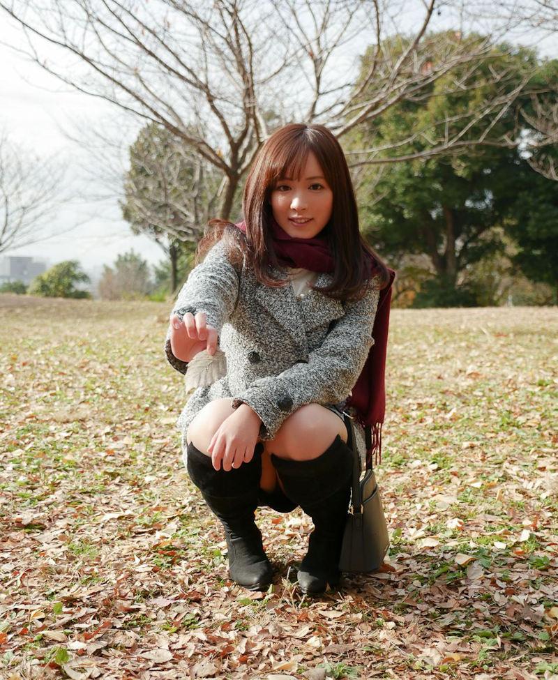 公園 デート パンチラ 美女 エロ画像【18】