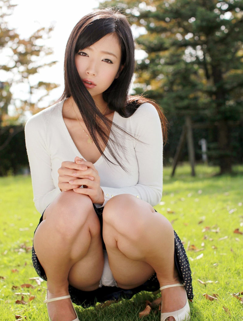 公園 デート パンチラ 美女 エロ画像【19】