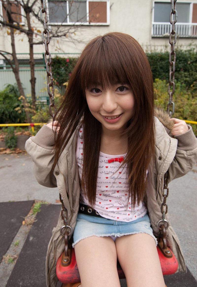 公園 デート パンチラ 美女 エロ画像【20】