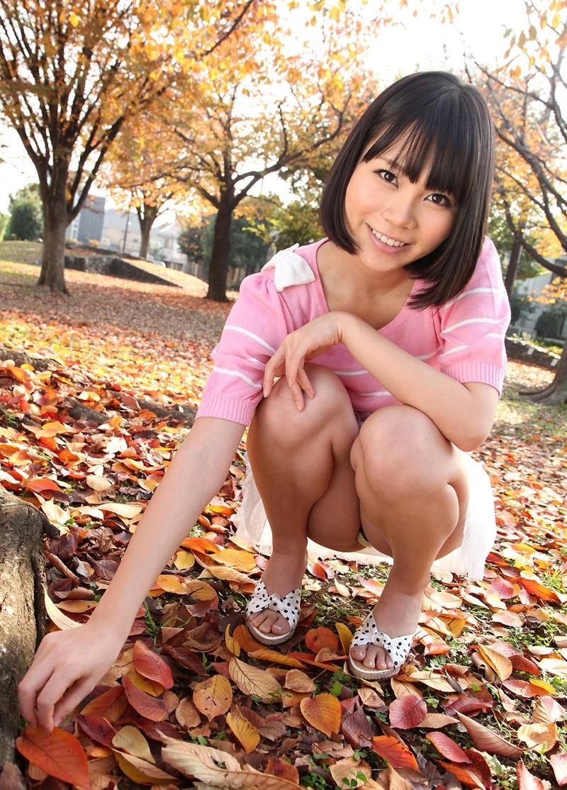 公園 デート パンチラ 美女 エロ画像【21】