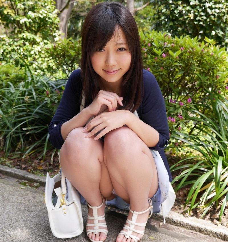 公園 デート パンチラ 美女 エロ画像【24】