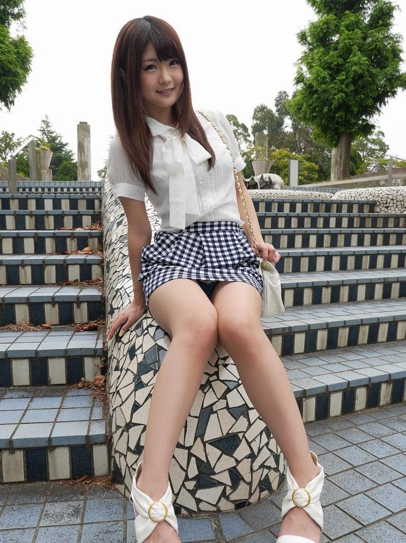 公園 デート パンチラ 美女 エロ画像【25】