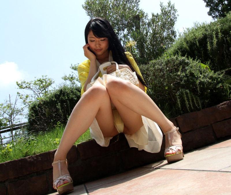公園 デート パンチラ 美女 エロ画像【26】
