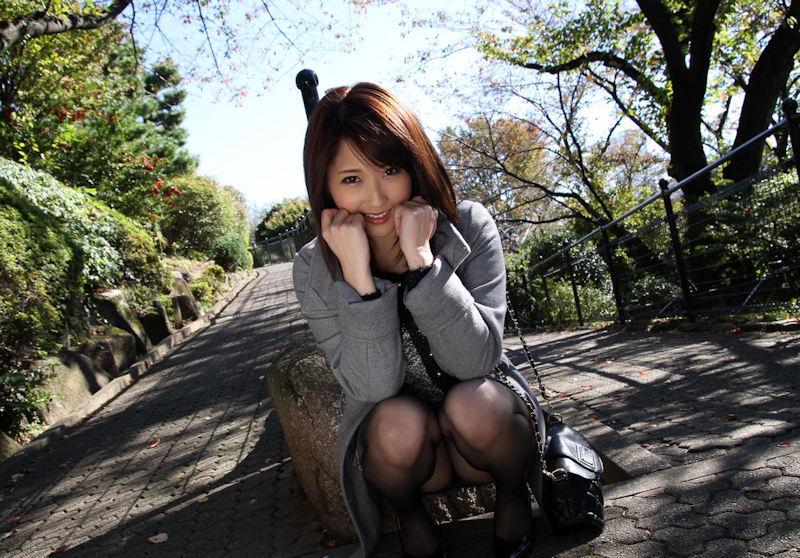 公園 デート パンチラ 美女 エロ画像【27】