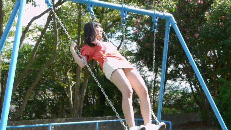 公園 デート パンチラ 美女 エロ画像【29】