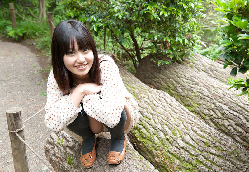 公園 デート パンチラ 美女 エロ画像【31】