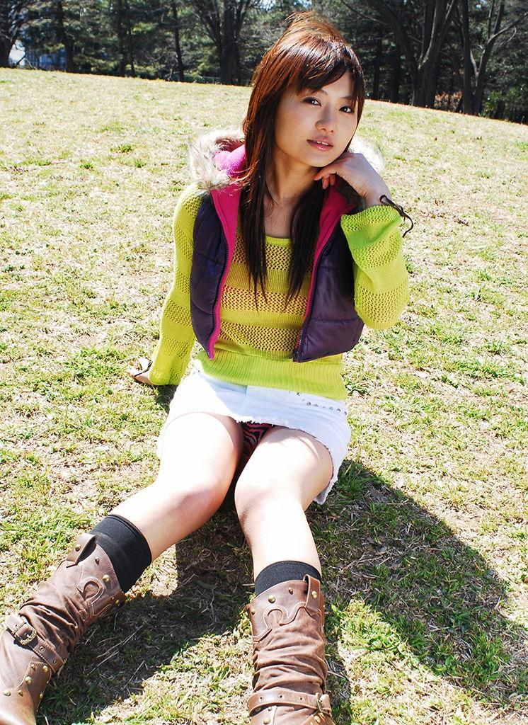 公園 デート パンチラ 美女 エロ画像【34】
