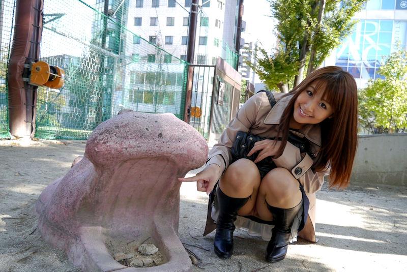 公園 デート パンチラ 美女 エロ画像【36】