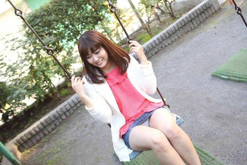 公園 デート パンチラ 美女 エロ画像【37】