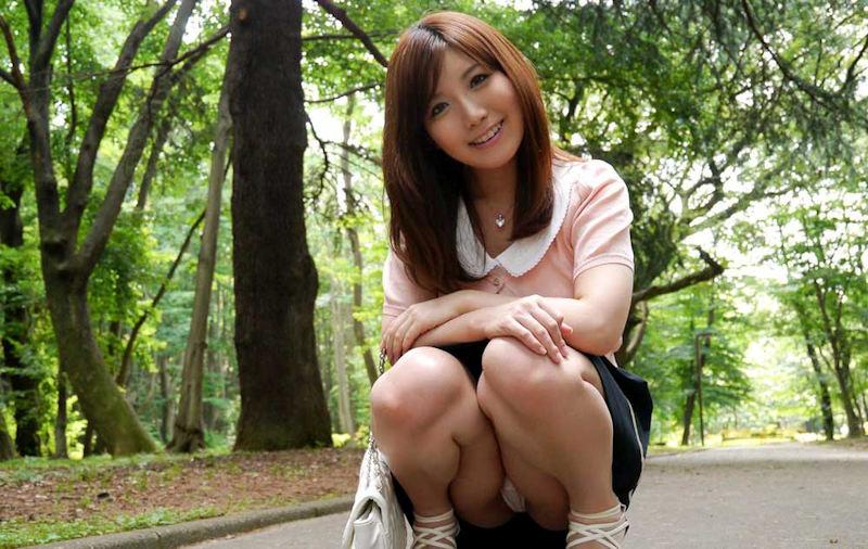 公園 デート パンチラ 美女 エロ画像【39】