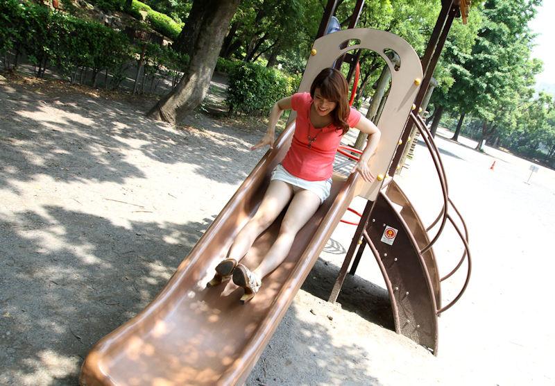 公園 デート パンチラ 美女 エロ画像【42】