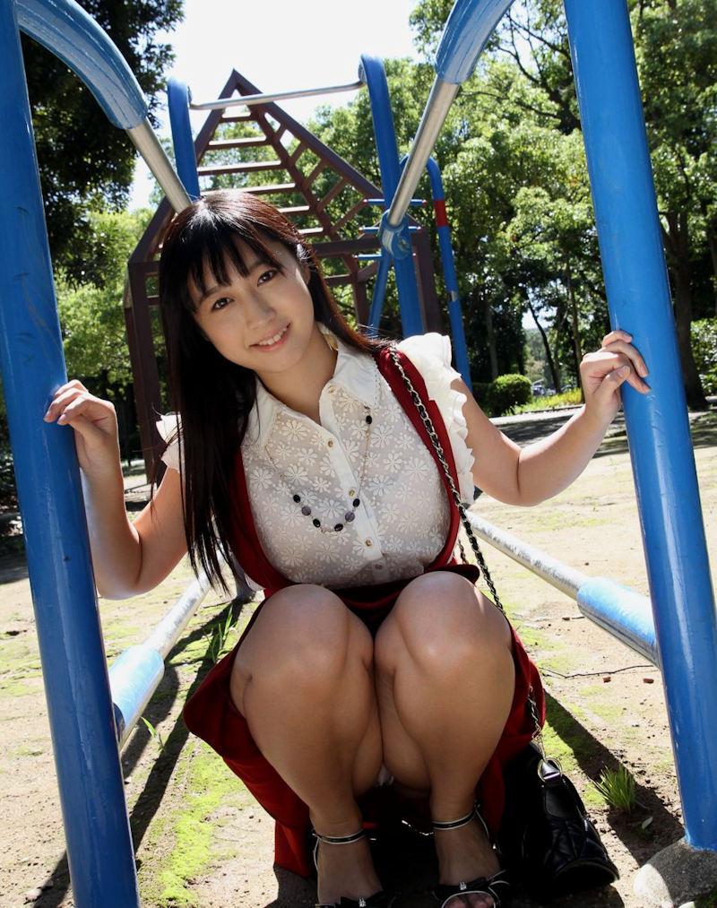 公園 デート パンチラ 美女 エロ画像【43】
