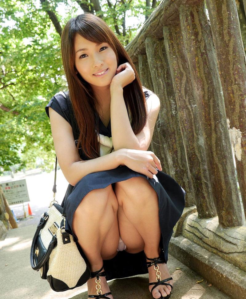 公園 デート パンチラ 美女 エロ画像【44】