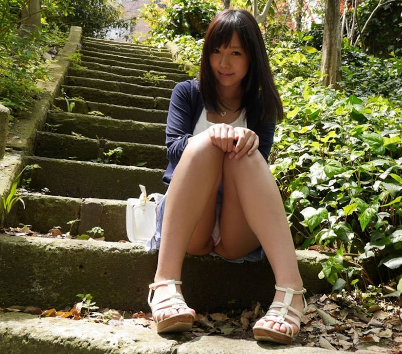 公園 デート パンチラ 美女 エロ画像【52】