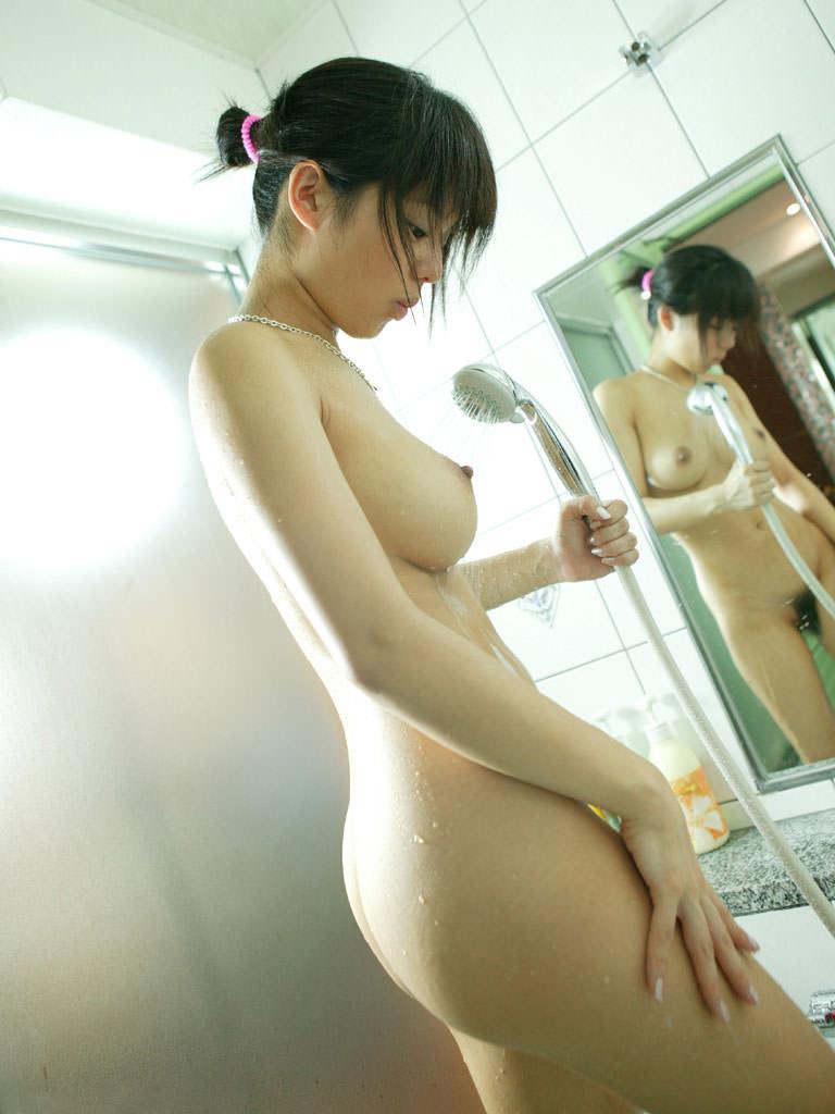 美乳 濡れる おっぱい シャワー エロ画像【3】