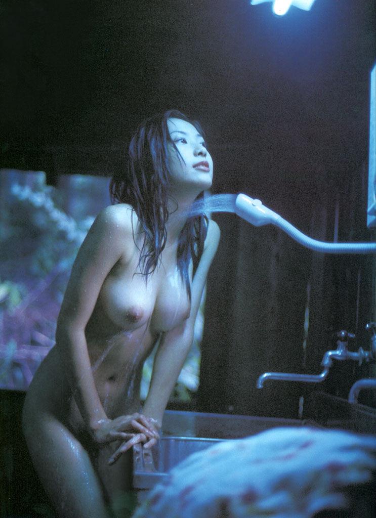 美乳 濡れる おっぱい シャワー エロ画像【30】