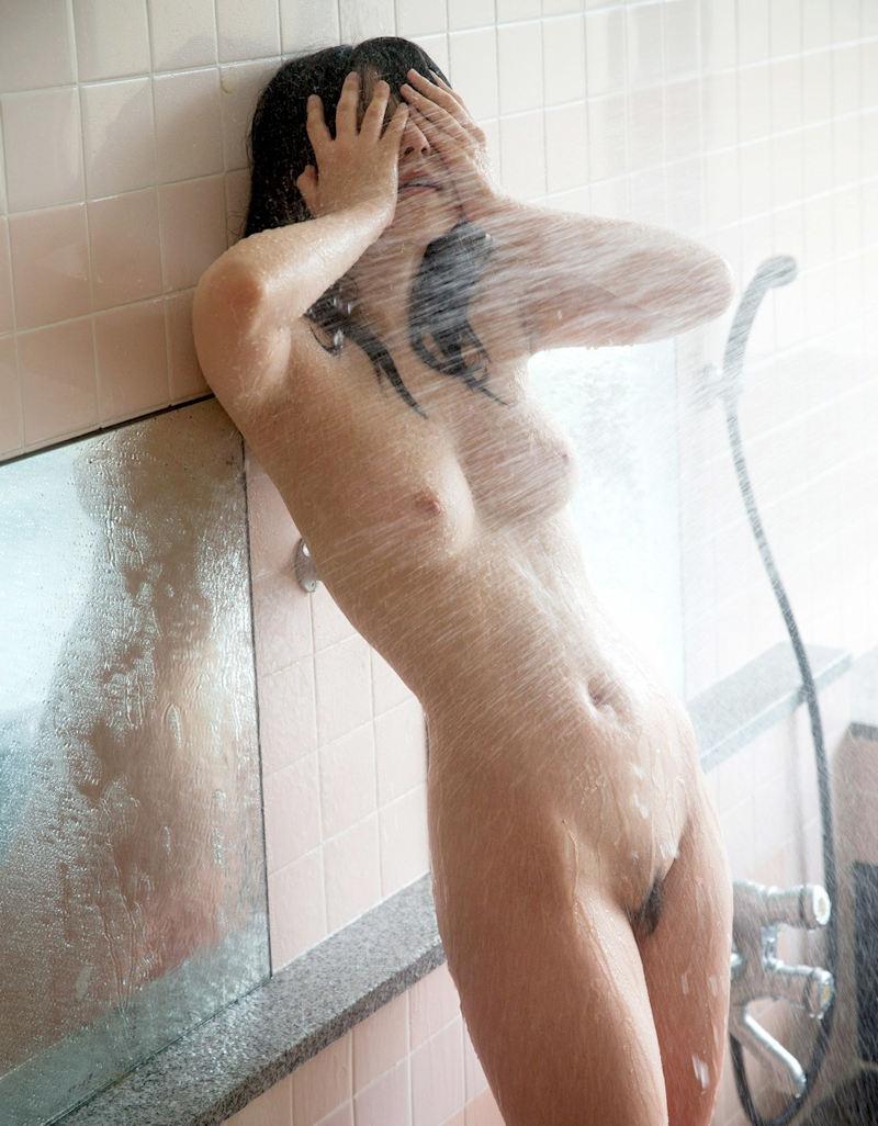 美乳 濡れる おっぱい シャワー エロ画像【50】
