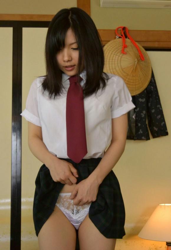 スカート たくし上げ パンツ見せ 恥ずかしがる エロ画像【5】