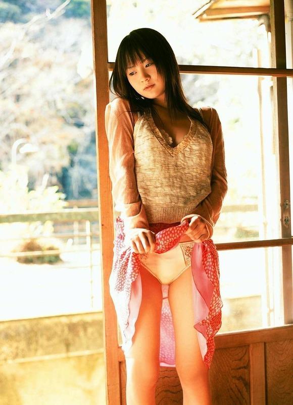 スカート たくし上げ パンツ見せ 恥ずかしがる エロ画像【6】