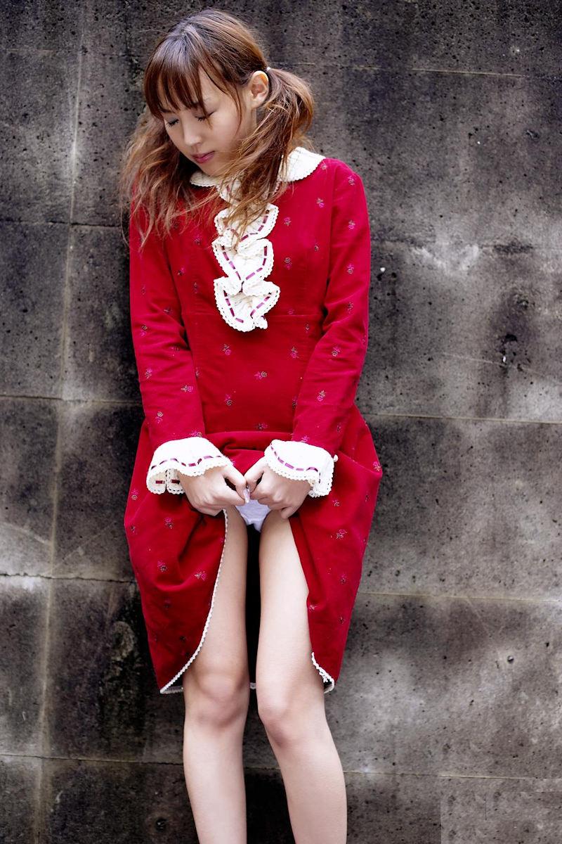 スカート たくし上げ パンツ見せ 恥ずかしがる エロ画像【22】