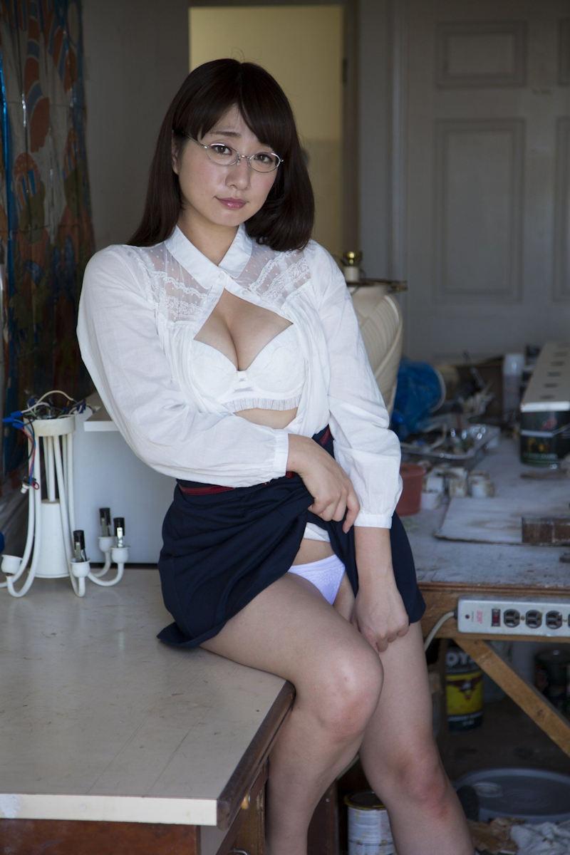 スカート たくし上げ パンツ見せ 恥ずかしがる エロ画像【31】