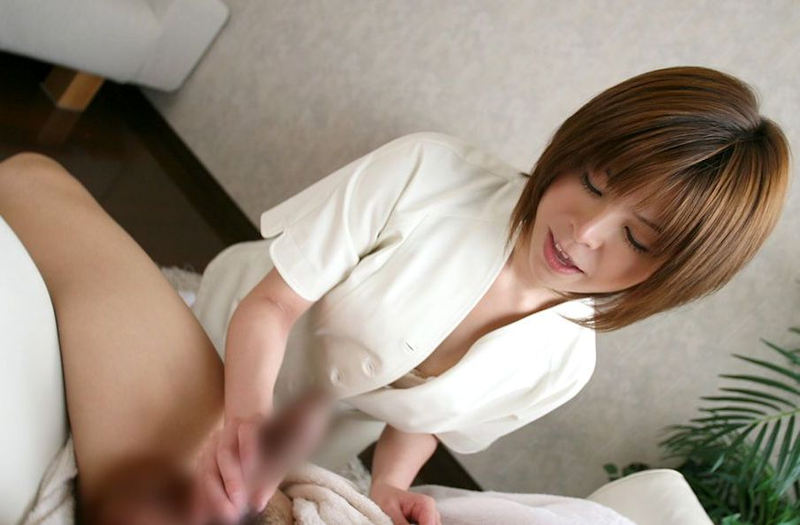 胸チラ マッサージ師 エステティシャン エロ画像【5】