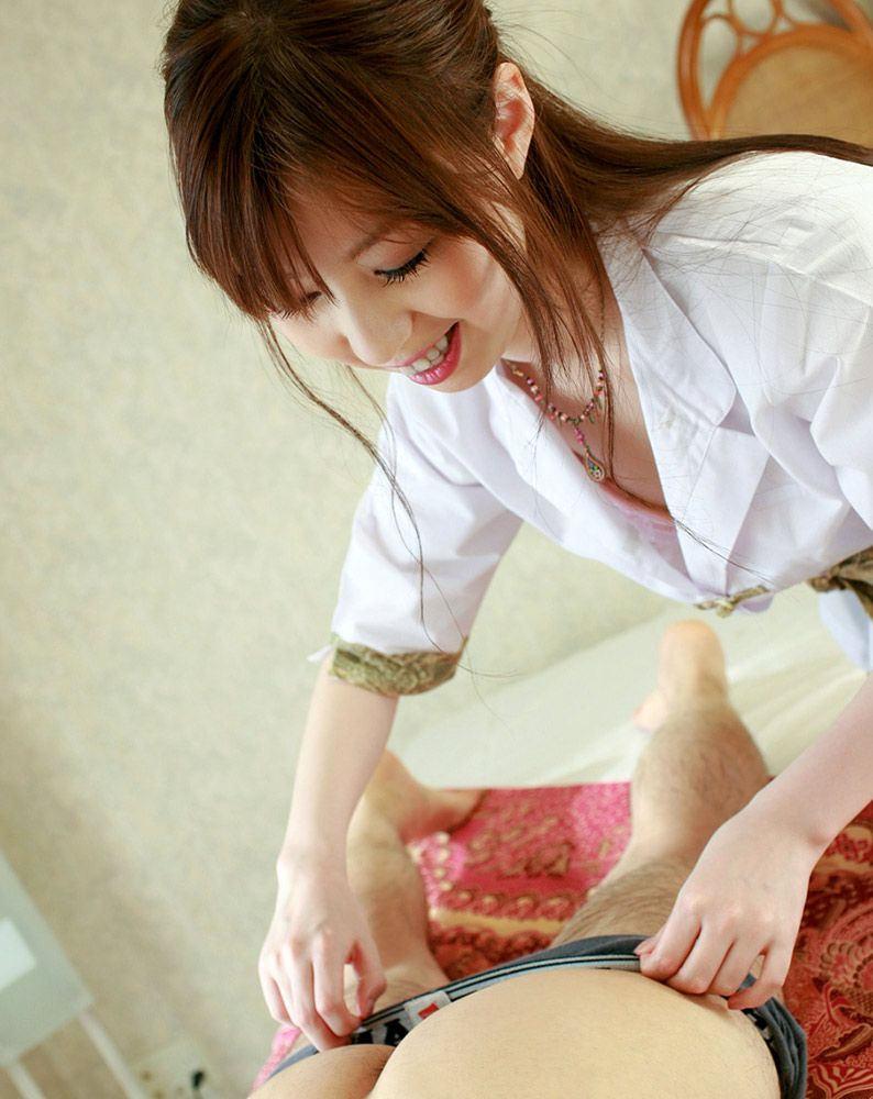 胸チラ マッサージ師 エステティシャン エロ画像【13】