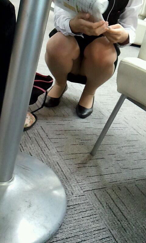 働く女性 パンチラ エロ画像【23】