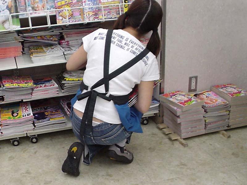 働く女性 パンチラ エロ画像【45】