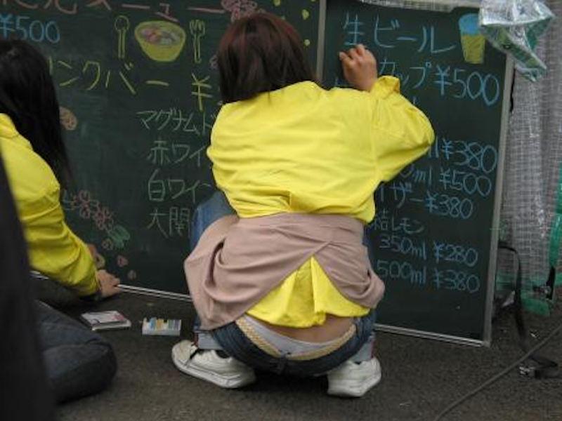 働く女性 パンチラ エロ画像【69】