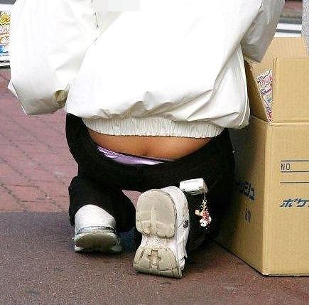 働く女性 パンチラ エロ画像【86】