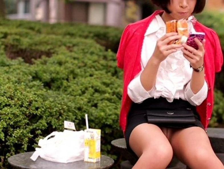 働く女性 パンチラ エロ画像【94】