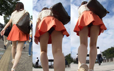 ひらひらフレアスカートのパンチラが男受けするエロ画像 ②