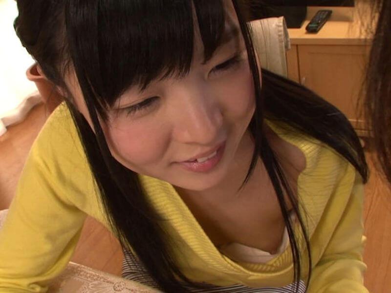可愛い女の子の胸チラ最高!なエロ画像