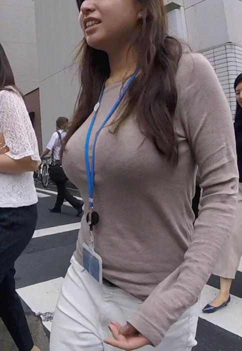 着衣巨乳OL 発育が良い着衣巨乳OL画像 - 性癖エロ画像 センギリ