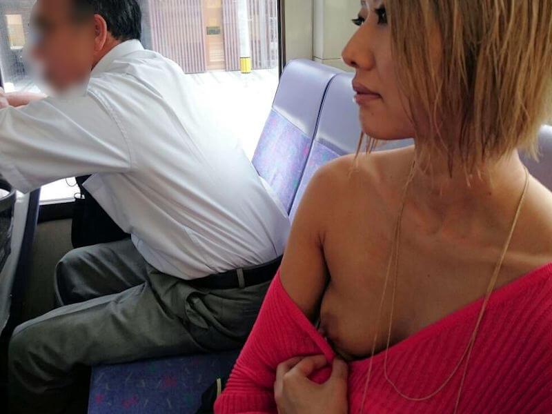 バス 車内 露出 エロ画像 【9】