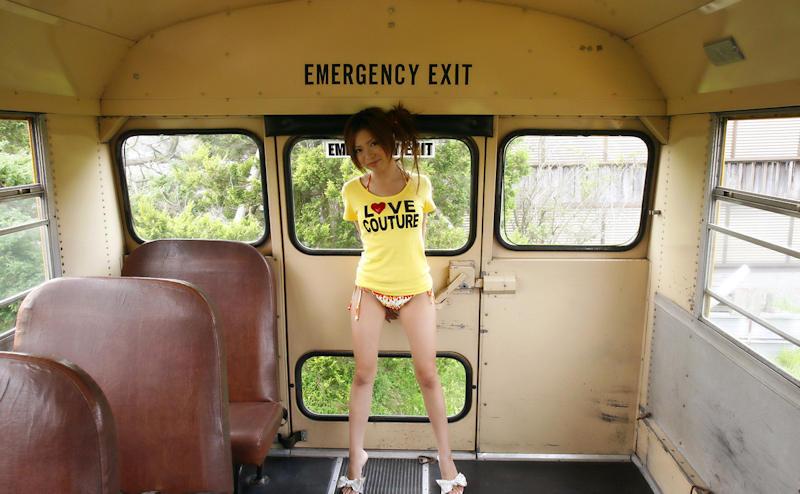バス 車内 露出 エロ画像 【14】