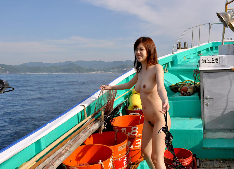 船上 露出 野外露出 エロ画像 【11】