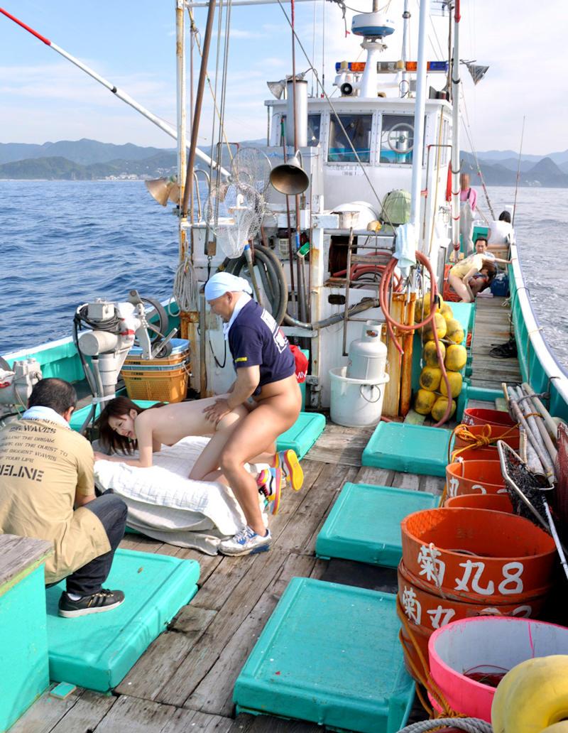 船上 露出 セックス エロ画像 【32】