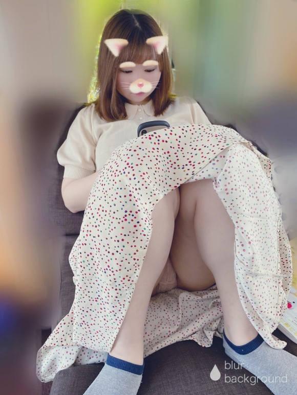 ロングスカート 座りパンチラ エロ画像 【7】
