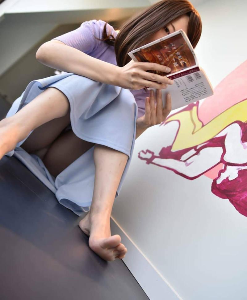 ロングスカート 座りパンチラ エロ画像 【20】