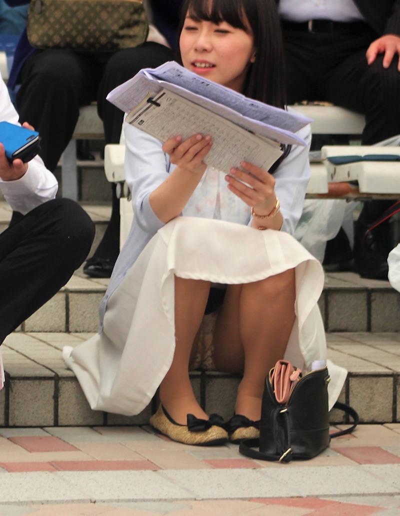 ロングスカート 座りパンチラ エロ画像 【40】