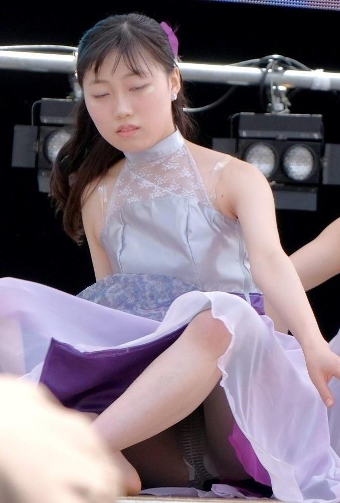 ロングスカート 座りパンチラ エロ画像 【63】