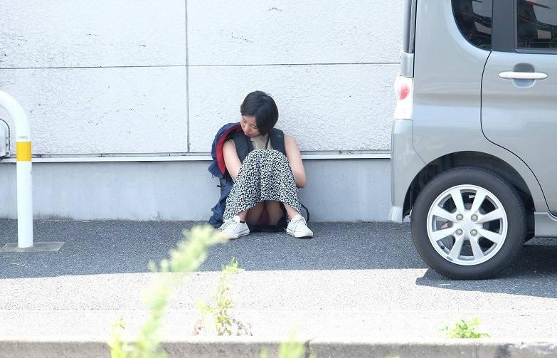 ロングスカート 座りパンチラ エロ画像 【70】