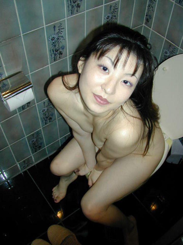 おしっこ 熟女 放尿 エロ画像 【9】