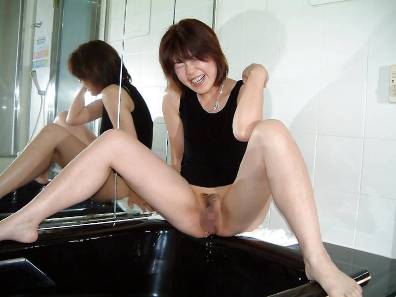 おしっこ 熟女 放尿 エロ画像 【32】