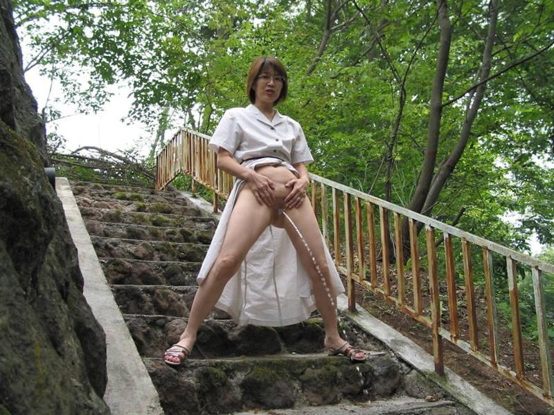 おしっこ 熟女 放尿 エロ画像 【37】